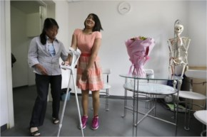 This week, she went back to the China Rehabilitation Research Center to receive her adult-sized prosthetic limbs at the age of 18.