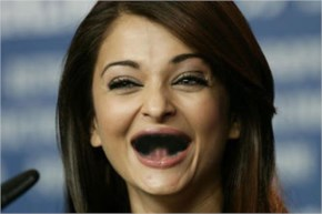 Aradhya broke Aish Teeth while playing still Aishwarya is smiling with a wide open jaws