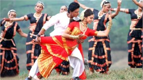 Deepika padukone in red saree in chennai express with shahrukh khan