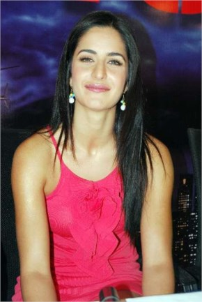 hot ieee katrina kaif with pink dress at a program to promote her film