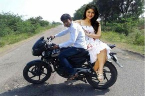 Kareena On a ride with her new Boyfriend