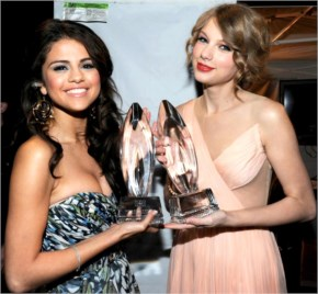 selena Gomez  and Taylor Swift after taking peoples choice award for best music