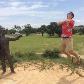People Getting a Little Silly with Statues (35 pics)