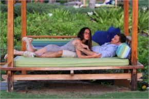 Actress Megan Fox and Brian Austin Green in Hawaii candidas