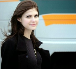 Alexandra Daddario Cute Wallpaper