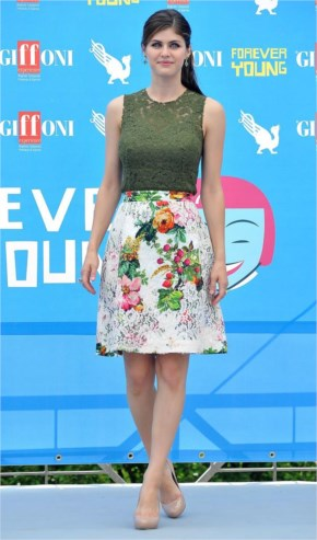 Alexandra Daddario is looking awesome in skirts