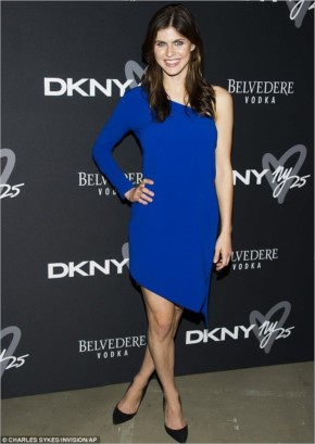 Alexandra Daddario look Hot In Blue Dress