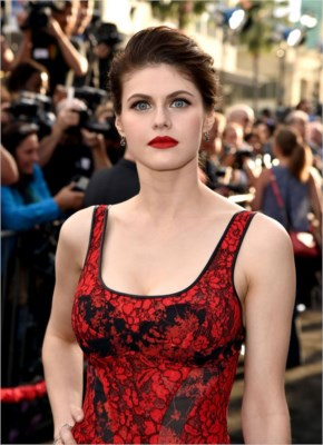 Alexandra Daddario Style | sexy-romantic mood in a red and black lace gown for the 'San Andreas' premiere at Hollywood, California.