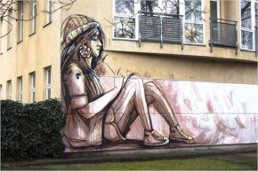 Alice Pasquini painting her new Streetart mural in Berlin