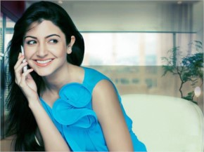 Anushka Sharma Look Beautiful in Blue Top