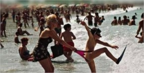 Really Awkward Beach Moments (20 Images)