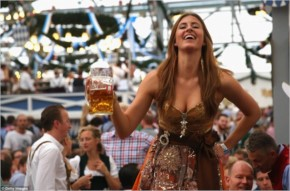 35 Candid Photos of Beer Lovers! Hot girls and unlimited beer at Oktoberfest Germany Munich