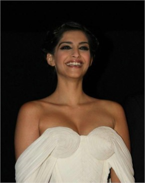 Collections of Sonam Kapoor Hot look Pictures