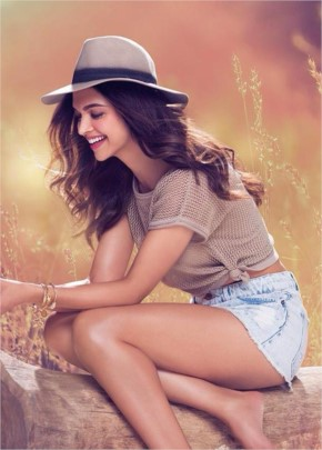Deepika Padukon Look Cute in Shorts with Hat