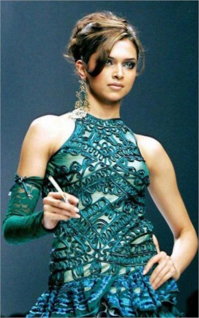 Deepika Padukon look Hot