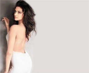Deepika Padukone Hot in Race 2