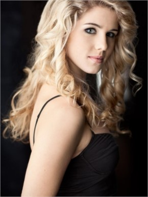 Emily Bett Rickards Hot Face
