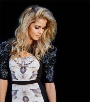 Emily Bett Rickards look Beautiful