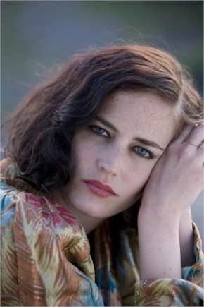 Eva Green - Love this cape