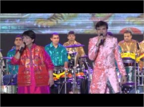 Falguni Pathak  : Special Entry on Day 1