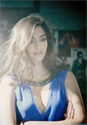 Gorgeous sonam kapoor in blue dress looks awesome - laughspark.com.