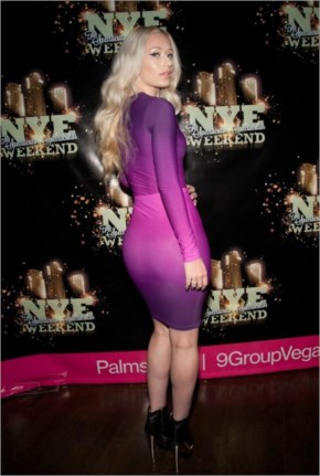 Hotty Iggy Azalea in purple color tight outfit