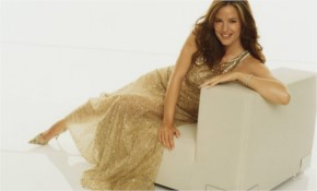 Jennifer garner Look Awesome in Golden Dress