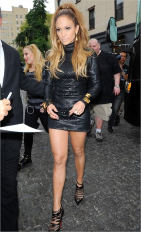 Jennifer Lopez Shows Off Her Killer Legs – Shooting a Video Music in New York City