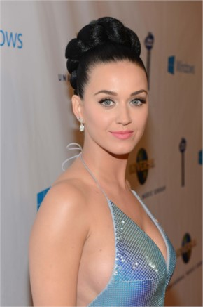 Top 30 Pictures of Katy Perry shower her Beauty
