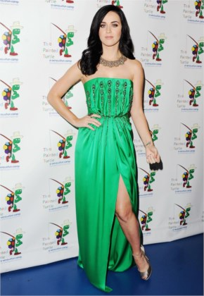 Katy Perry Posed In A Green Silk Gown At A Celebration Of Carole King