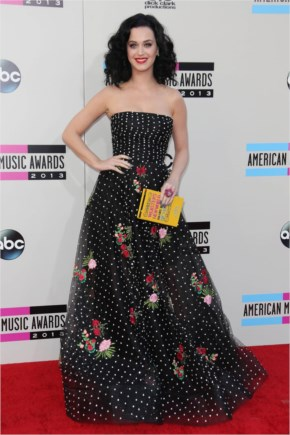 Katy Perry Shows Off Her Flower Power In Oscar De La Renta While Hitting The Red Carpet At The American Music Awards