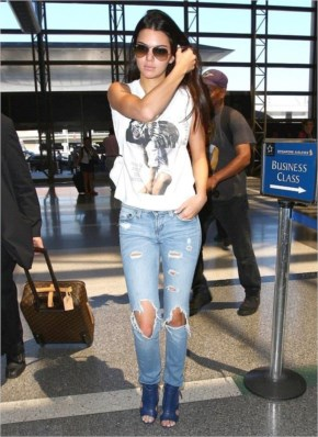Kendall Jenner struts at LAX Airport in Ripped denim and shredded skinny jeans