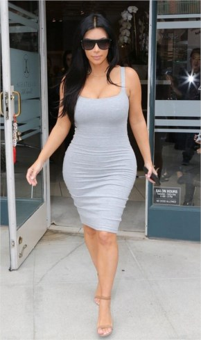 """"""" Kim Kardashian """" Shows Off Her Well Toned Tight Curves on a Shopping Trip..!!"""