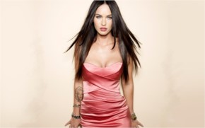 Megan Fox Glamours look
