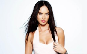 Megan Fox Look Sexy in White Dress