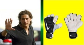 Mexican goalkeeper Guillermo Ochoa has 6 fingers on his right hand