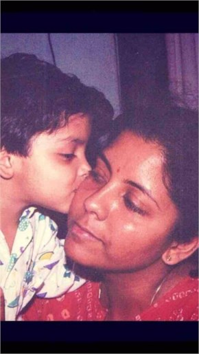 Nirmala Sitharaman Posting of #selfieswithdaughter for Support PM Narendra Modi