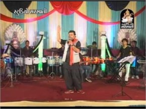 Nonstop Gujarati Latest 2014 Garba Song - Kirtidan Gadhvi
