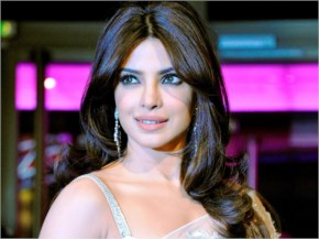priyanka chopra looks sexy in white saree