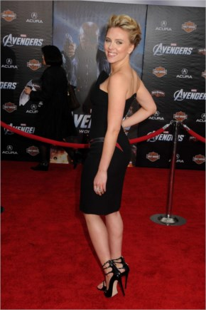 Scarlett Johansson at Premiere The Avengers-02