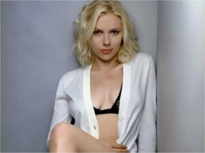10 Exclusive Pics of Scarlett Johansson in Sexy Look