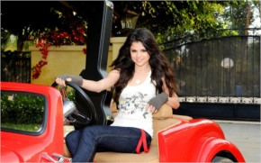 Selena Gomez In Red Car wallpaper