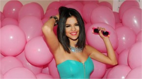 Selena Gomez look pretty with Pink Smiling Balloons