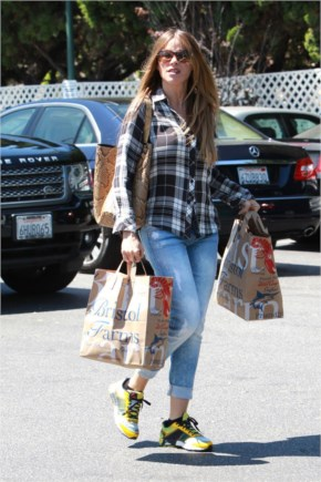 Sofía Vergara Street Style   Outfits on Leaving Bristol Farms at Beverly Hills