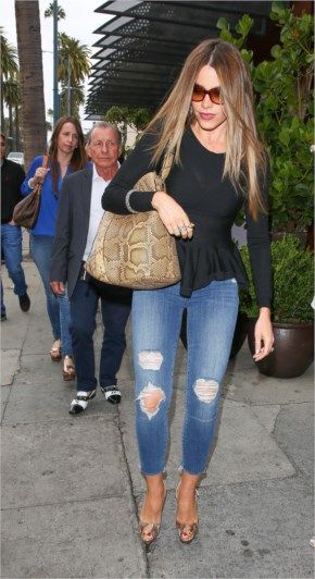 Sofia Vergara Street Style | Booty in Ripped Jeans Outfits at Beverly Hills