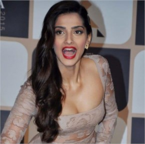 Sonam kapoor at a press conference looks awesome - laughspark.com