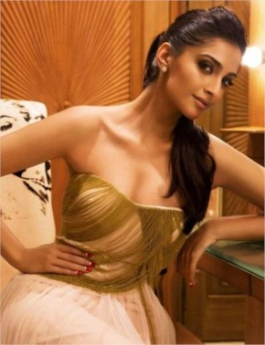 Sonam Kapoor beautiful Hairstyle