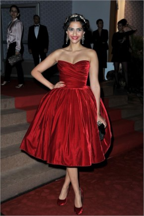 Sonam Kapoor Latest Spicy Cleavage Show in Red Dress For Winners Dinner Cannes 2012