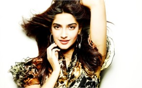 Sonam Kapoor Look Dashing