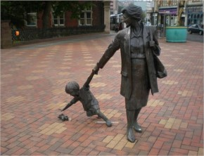 Strange and weird Statues-7